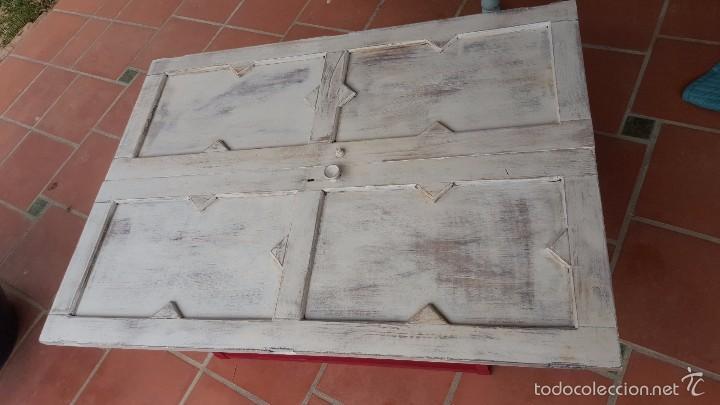 Antigüedades: Original mesa baja realizada con puertas de alacena. - Foto 2 - 59539976