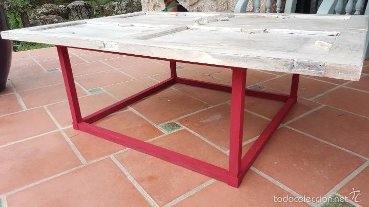 Antigüedades: Original mesa baja realizada con puertas de alacena. - Foto 3 - 59539976