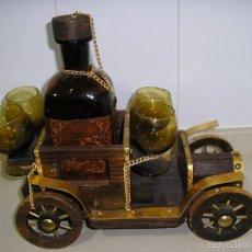 Antigüedades: LICORERA ANTIGUA COCHE. Lote 57051710