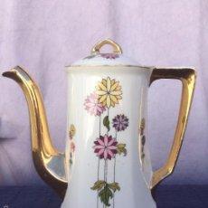 Antigüedades: CAFETERA ANTIGUA DE PORCELANA SELLADA WELMAR EPOCA MODERNISTA. Lote 57059469