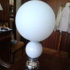 Antigüedades: PRECIOSA LAMPARA DE 50 CM. DE ALTA. FUNCIONA.. Lote 57107509