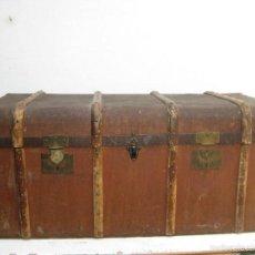 Antigüedades: ESPECTACULAR BAUL XIX FRANCIA CON REFUERZOS TIPO BARCO PARIS MADERA Y BRONCE. Lote 57108226