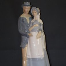 Antigüedades: ANTIGUA FIGURA DE PORCELANA PAREJA DAMA Y CABALLERO PORCEVAL 45 CM. Lote 57118669
