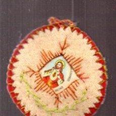 Antigüedades: ANTIGUO ESCAPULARIO DEÑ SAGRADO CORAZON DE JESUS EN PLASTICO CON TELA Y FIELTRO. Lote 57119859