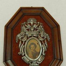 Antigüedades: PILA BENDITERA DE PLATA, CON MARCO DE CAOBA. ÉPOCA IMPERIO. SIGLO XIX.. Lote 57125138