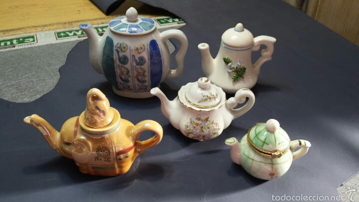 COLECCIÓN DE 5 PRECIOSAS TETERAS MINIATURA DE PORCELANA (Antigüedades - Porcelanas y Cerámicas - Otras)