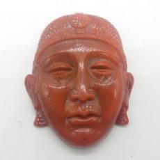 Antigüedades: MASCARA ANTIGUA BUDISTA EN SÍMIL DE CORAL ROJO .. Lote 57138252