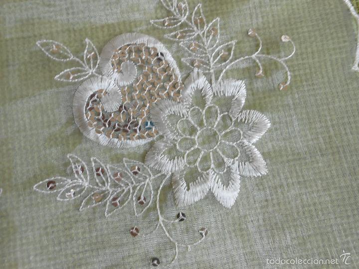Antigüedades: bonito tapete de tulle,beige muy claro.bordado con apliques pequeñas lentejuelas.42 x 42 - Foto 2 - 227965810
