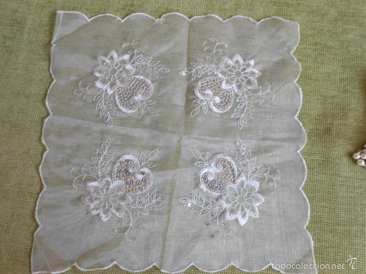 Antigüedades: bonito tapete de tulle,beige muy claro.bordado con apliques pequeñas lentejuelas.42 x 42 - Foto 3 - 227965810