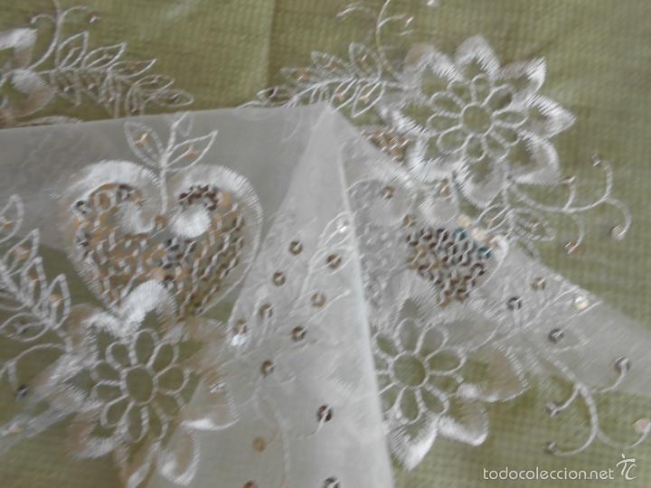 Antigüedades: bonito tapete de tulle,beige muy claro.bordado con apliques pequeñas lentejuelas.42 x 42 - Foto 4 - 227965810