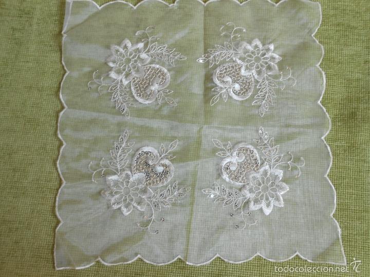 Antigüedades: bonito tapete de tulle,beige muy claro.bordado con apliques pequeñas lentejuelas.42 x 42 - Foto 6 - 227965810