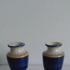 Antigüedades: PAREJA DE CANDELABROS DE CERÁMICA DE TALAVERA SAN GINÉS. Lote 57150377