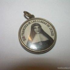Antigüedades: ANTIGUA MEDALLA CON RELIQUIA...SOR FRANCISCA DE LAS LLAGAS DE JESUS.. Lote 57159113