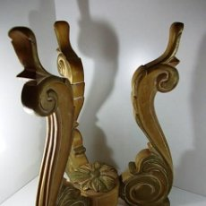 Antigüedades: BASE MADERA MACIZA DE TRES PIES TALLADA CON ROSETON CENTRAL. Lote 57177577