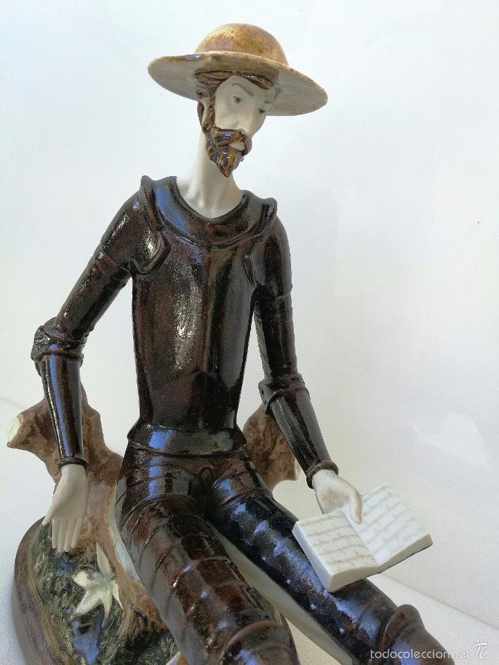 Antigüedades: DON QUIJOTE DE LA MANCHA EN FABULOSA PORCELANA SOBRE PEANA DE MADERA - 37x37x20cm - Foto 2 - 262718185