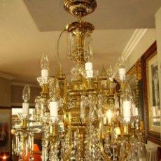 Antigüedades: SOBERBIA LAMPARA DE BRONCE Y CRISTAL. Lote 57216385