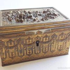 Antigüedades: CAJA JOYERO EN BRONCE DORADO CON RELIEVES IMPERIO PRIN. S.G.XIX. Lote 51449757