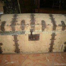 Antigüedades: ANTIGUO BAUL DE TELA Y REFUERZOS DE METAL. Lote 57236082