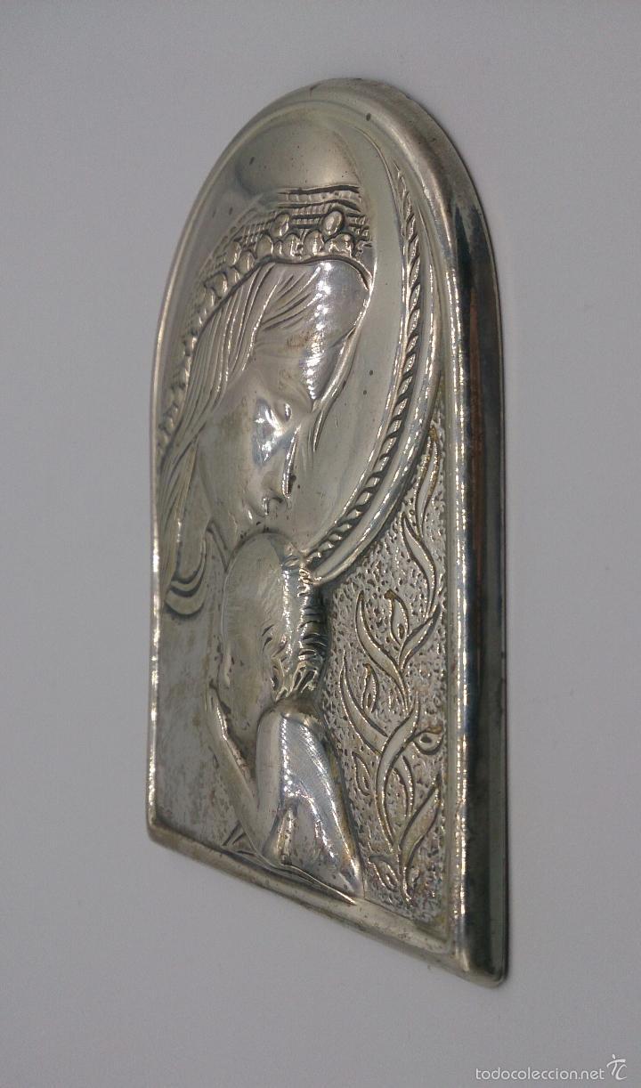 Antigüedades: Imagen de la Virgen María y el niño en plata de ley laminada y contrastada . - Foto 4 - 57240084