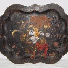 Antigüedades: ANTIGUA BANDEJA DE HIERRO. S:XIX. ORIENTAL. PINTADA A MANO. CON INCRUSTACIONES DE NÁCAR.. Lote 57254332