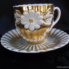 Antigüedades: ELEGANTE JUEGO DE CAFE TAZA Y PLATO EN RELIEVE Y REFLEJOS DORADOS ALEMANIA 1900. Lote 57270330