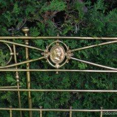 Antigüedades: BONITA CAMA EN BRONCE Y LATON COMPLETA Y LIMPIA. Lote 57283378