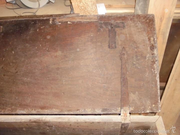 Antigüedades: Arca de nogal del S XVI - Foto 13 - 56302394