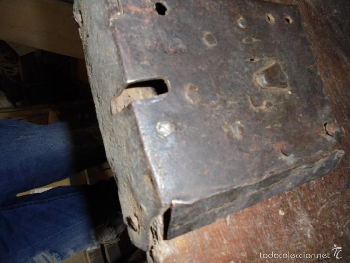 Antigüedades: Arca de nogal del S XVI - Foto 15 - 56302394