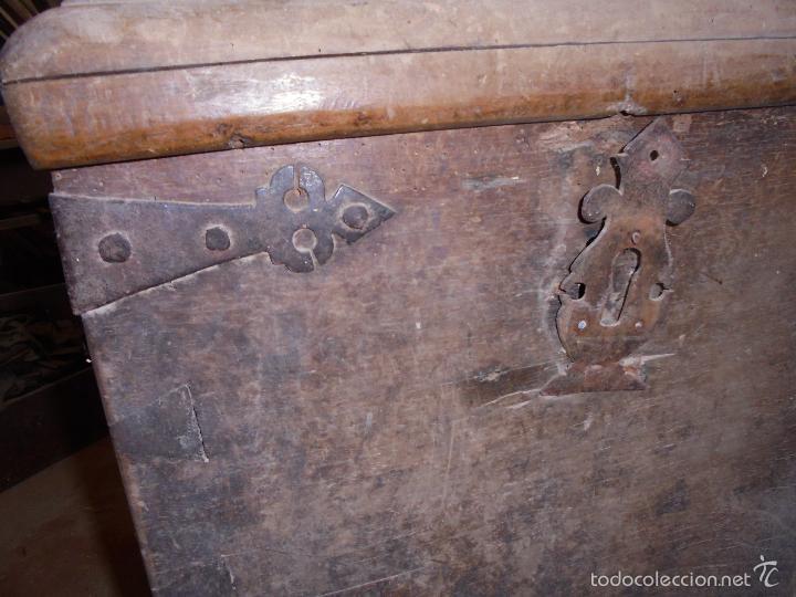 Antigüedades: Arca de nogal del S XVI - Foto 26 - 56302394