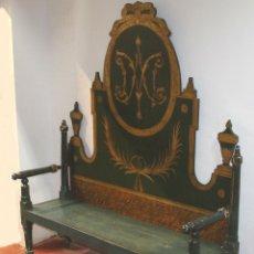 Antigüedades: BANCO BARROCO. MADERA POLICROMADA Y ESTOFADA EN ORO. CATALUÑA. SIGLO XVIII.. Lote 57181581