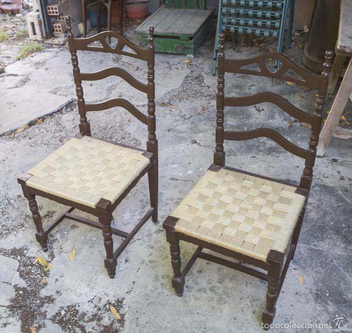 Dos sillas de madera torneada y asiento de nea comprar - Sillas antiguas restauradas ...
