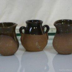 Antigüedades: PRECIOSO CONJUNTO DE 3 JARRAS DE CERAMICA. Lote 57317974