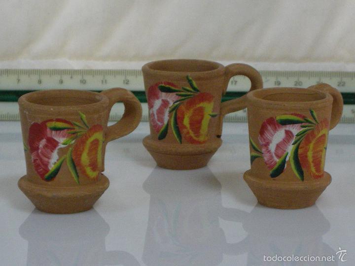 BONITO CONJUNTO DE TAZAS MINI ARTESANAS DE ARCILLA CLARA (Antigüedades - Porcelanas y Cerámicas - Catalana)