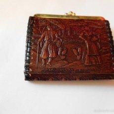 Antigüedades: MONEDERO DE IMITACIÓN CUERO REPUJADO, RECUERDO DE MALLORCA, 30 AÑOS GUARDADO, NUEVO. Lote 143932101