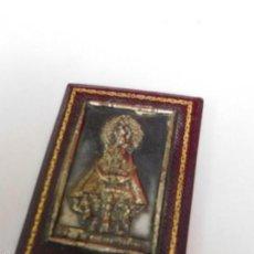 Antigüedades: VIRGEN DE LA MONTAÑA PARA COLOCAR SOBRE MESA O MESILLA, 9 X 6 CM.. Lote 57334754