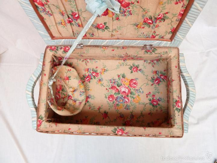 Antigüedades: PEQUEÑO COSTURERO - MADERA, TELA Y TIRAS DE PLÁSTICO - Foto 11 - 57337297