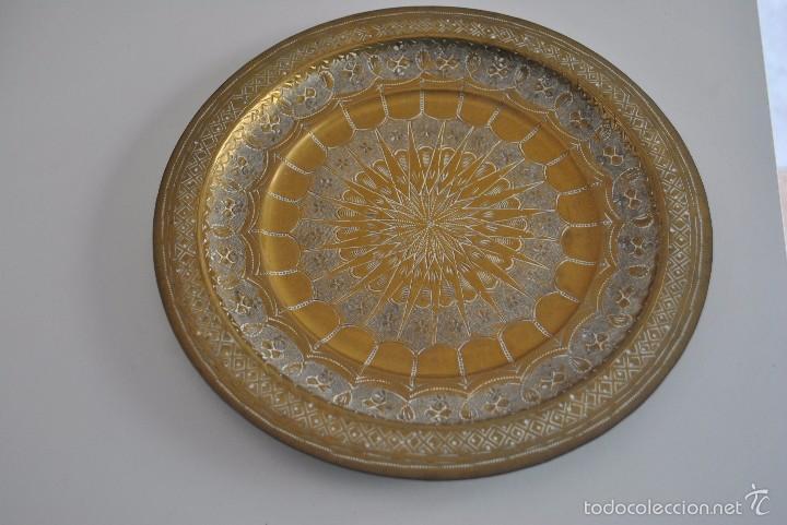 PLATO DE METAL 24,7 CM DIAMETRO. (Antigüedades - Hogar y Decoración - Platos Antiguos)