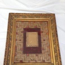 Antigüedades: PORTARRETRATO DE TERCIOPELO Y PAPEL TROQUELADO DEL SIGLO XIX. Lote 57341618
