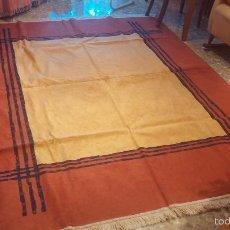 Antigüedades: GRAN ALFOMBRA DE TAMAÑO GRANDE 2,60 X 1,95 APROX. PARA CASA RURAL O ANTIGUA. Lote 57353719