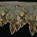 Antigüedades: ANTIGUA PIEZA BORDADA CON HILO DE SEDA S.XIX. Lote 136555840