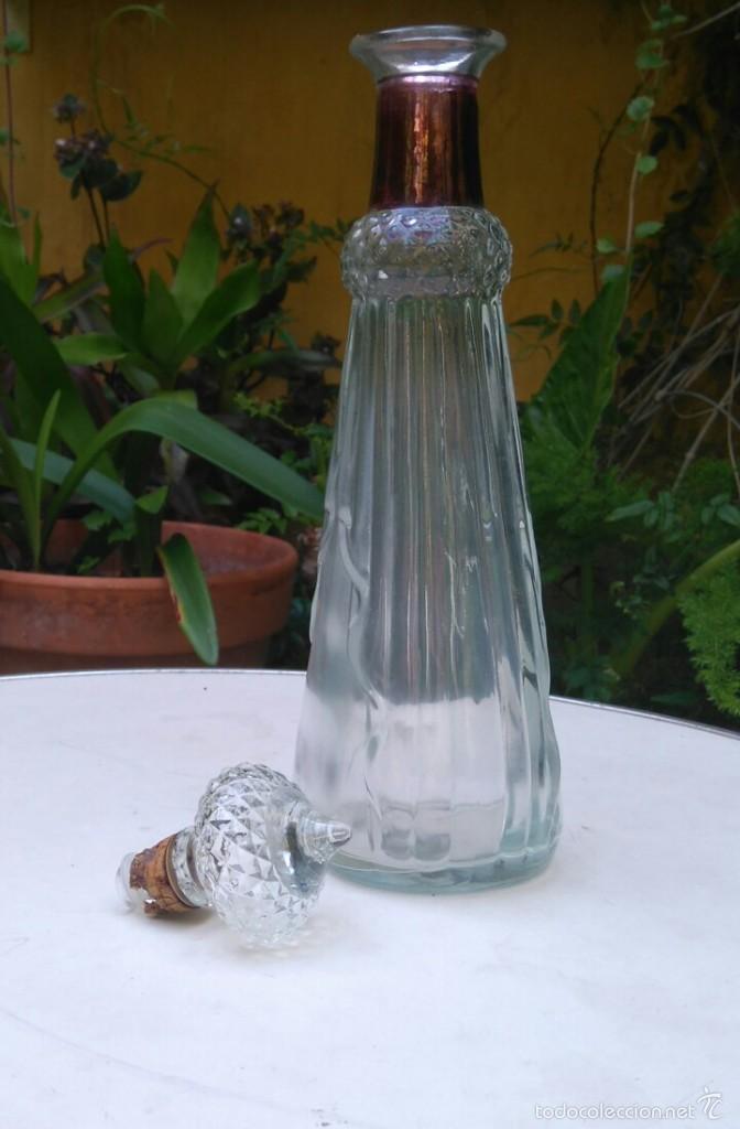 LICORERA DE VIDRIO PRENSADO (Antigüedades - Cristal y Vidrio - Otros)
