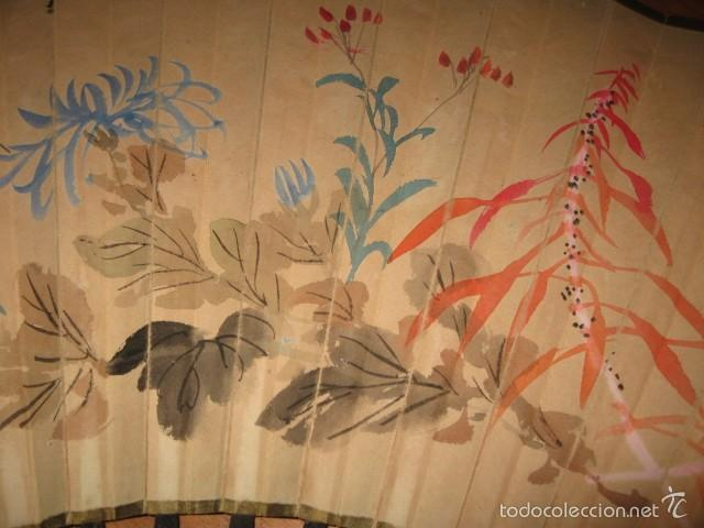 Antigüedades: Gran abanico madera y papel pintado flores y pajaros grande medida 86 x 45 cm. - Foto 2 - 57394982