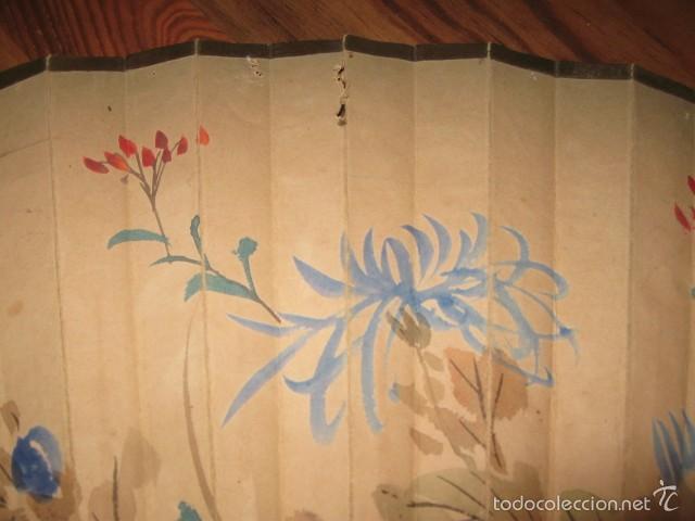 Antigüedades: Gran abanico madera y papel pintado flores y pajaros grande medida 86 x 45 cm. - Foto 3 - 57394982