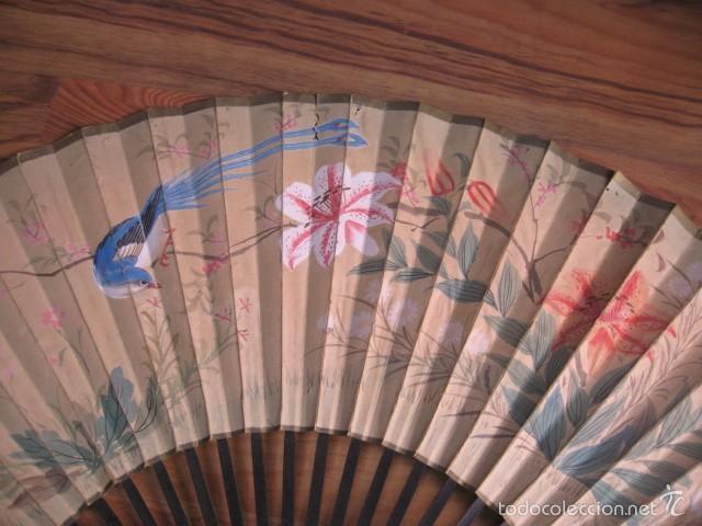 Antigüedades: Gran abanico madera y papel pintado flores y pajaros grande medida 86 x 45 cm. - Foto 4 - 57394982