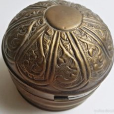 Antigüedades: CAJA BOMBONERA DE LATON. Lote 37694661