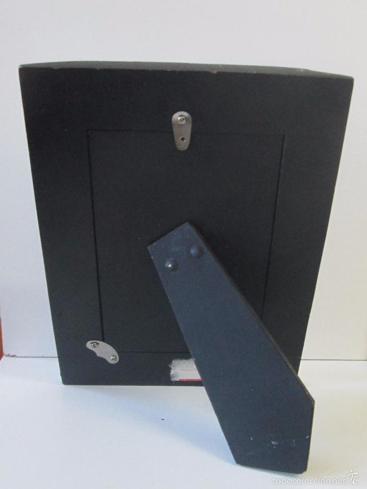 Antigüedades: Portarretrato con aplicaciones en hueso - Foto 3 - 143136506