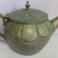 Antigüedades: TETERA PLATEADA LABRADA. Lote 152372932