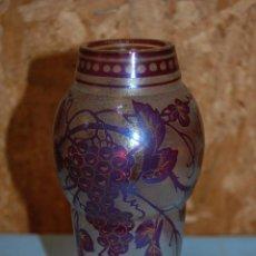 Antigüedades: JARRON ART NOVEAU EN CRISTAL CON BASE CLARA CRAQUEADA DE 1920. Lote 57448823