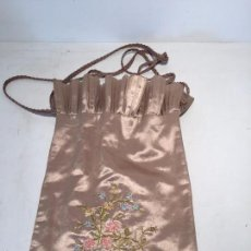Antigüedades: PRECIOSO BOLSO DE SEDA BORDADO ANTIGUO.. Lote 57450006