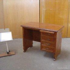 Antigüedades: MESA EN MADERA LABRADA CON TABLERO EXTENSIBLE. Lote 57451507